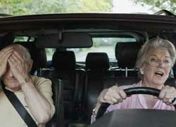 älteres ehepaar Autofahrer